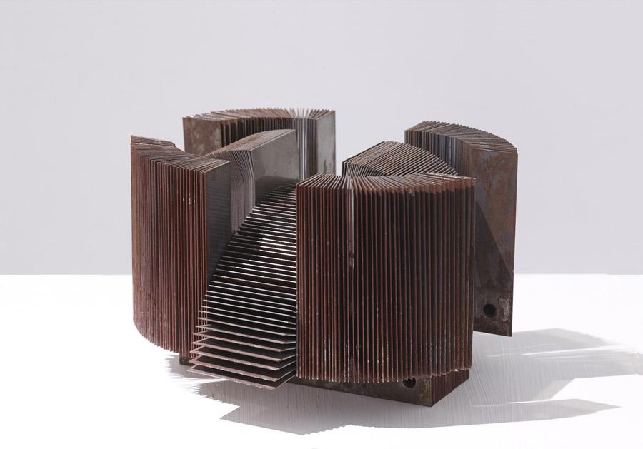 Las transformaciones de Gorafe, ST III Ensamblaje con transformador electrico. Hierro. 11x12,5 x 17 cm