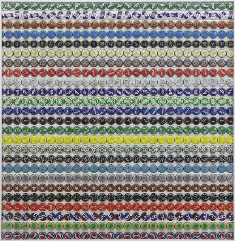 Serie. Beber con los ojos. Jarapa. 2010. Ensamblaje de chapas de refresco sobre madera. 80 x 78 cm